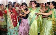 सिंधारा-तीज उत्सव में झूमीं महिलाएं