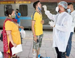 Coronavirus In India : पिछले 24 घंटों में 18,132 नए केस, 215 दिनों में सबसे कम मामले