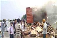 चलती ट्रक में लगी आग, लाखों का नुकसान