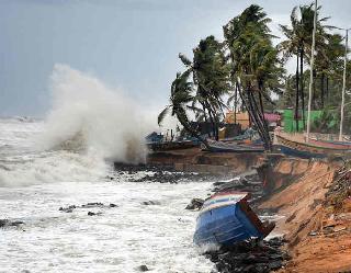 दक्षिण-पूर्व अरब सागर से उत्तर की ओर बढ़ा चक्रवात तौकते, गुजरात के तट से टकराएगा, केरल व कर्नाटक में भारी बारिश