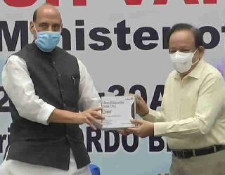 DRDO की एंटी कोविड दवा 2DG का पहला बैच रक्षा मंत्री ने किया जारी, स्वास्थ्य मंत्री बोले तेजी से होगी रिकवरी