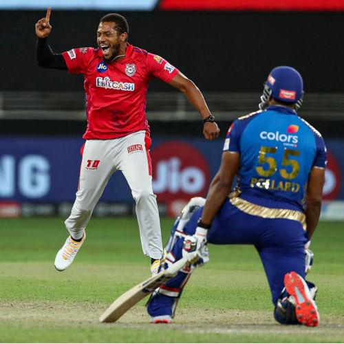 IPL 2020 MI vs KXIP: पहली बार एक आईपीएल मैच में खेले गए दो सुपर ओवर, तस्वीरों में देखें मैच का रोमांच