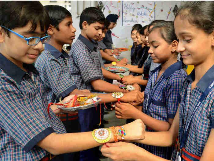happy raksha bandhan 2019: भगवान विष्णु ने राजा बलि की कलाई में बांधा था धागा,पढ़ें पूजा विधि,कथा,इतिहास व महत्व