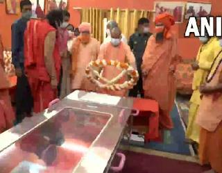 CM योगी ने महंत नरेंद्र गिरि को दी श्रद्धांजलि कहा, बख्शे नहीं जाएंगे दोषी