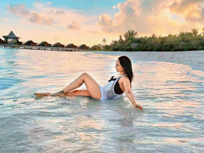 Sonakshi Sinha Is Enjoying Her Vacation In The Maldives See Photos- Inext Live