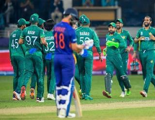 Ind vs Pak: भारत की हार पर पाकिस्तान में फूटे पटाखे, पाक पीएम ने कही ये बात