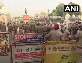 कृषि बिलाें के खिलाफ सड़कों पर किसान रोकी जा रही ट्रेनें, पजांब में भारी संख्या में पुलिस बल तैनात, कई ट्रेनें रद