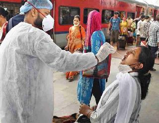 Coronavirus In India : भारत में एक दिन 12,428 नए मामले, एक्टिव केस भी घटे