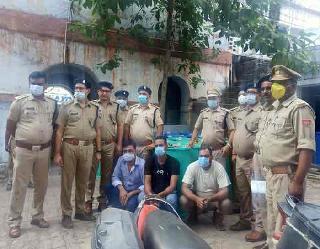 एक करोड़ के अवैध एल्कोहल के साथ तीन युवकों को पुलिस ने दबोचा