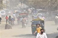 शहर में धूल का गुबार, मास्क बन रहा ढाल