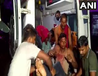 UP के बाराबंकी में ट्रक ने खड़ी बस को मारी टक्कर 18 लोगों की मौत 19 घायल, सीएम योगी ने जताया दुख