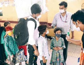 Coronavirus In India: एक बार फिर बढ़े केस, 43 हजार से ज्यादा नए केस और 6 साै से ज्यादा लोगाें की माैत