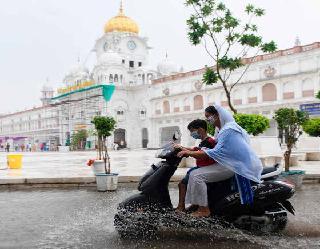 पाकिस्तान से लगे पंजाब से गुजरात में चक्रवातीय हलचल, यूपी सहित उत्तर भारत के कई राज्यों में भारी बारिश