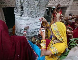 Hindu Festival Calendar June 2021 : वट सावित्री व्रत से लेकर निर्जला एकादशी तक, पढ़ें जून के व्रत-त्योहारों की पूरी लिस्ट