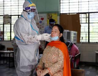 Coronavirus In India : भारत में नए मामलों में बड़ी कमी, एक दिन में 18,346 नए संक्रमण केस हुए दर्ज