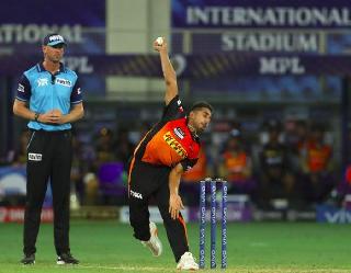IPL 2021: डेब्यू मैच में फेंकी 150 किमी/घं की स्पीड से गेंद, छा गया जम्मू-कश्मीर का ये लड़का
