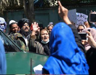 काबुल में महिलाओं का पाकिस्तान के खिलाफ प्रदर्शन, बौखलाए तालिबान ने डराने के लिए हवा में चलाई गोलियां