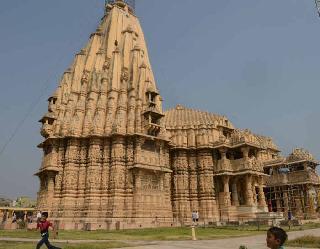 12 ज्योतिर्लिगों में प्रथम है गुजरात का सोमनाथ मंदिर