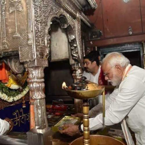 नामांकन से पहले कालभैरव के दर्शन करते पीएम मोदी