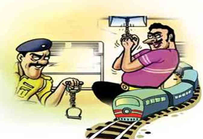 Passport Application Of Those Will Be Rejected Caught In Chain Pulling In  Trains - Gorakhpur News