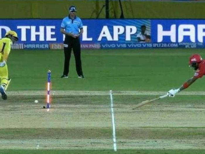 cricket controversies 2019: धोनी के ग्लव्स से लेकर विकेट बेल्स तक,इन विवादों ने बटोरी सुर्खियां