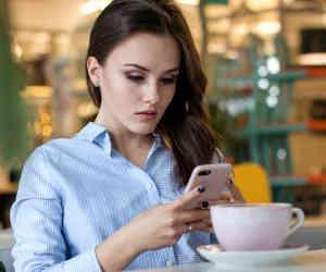 स्मार्टफोन लेते वक्त सिर्फ फीचर्स ही नहीं, चेक करें उसका रेडिएशन लेवल, वर्ना रहेंगे हमेशा परेशान