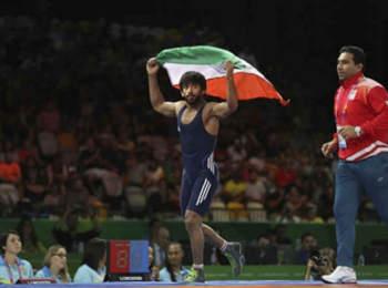 ओलंपिक 2021 के लिए बजरंग और विनेश ने शीर्ष चार वरीयता में बनाई जगह